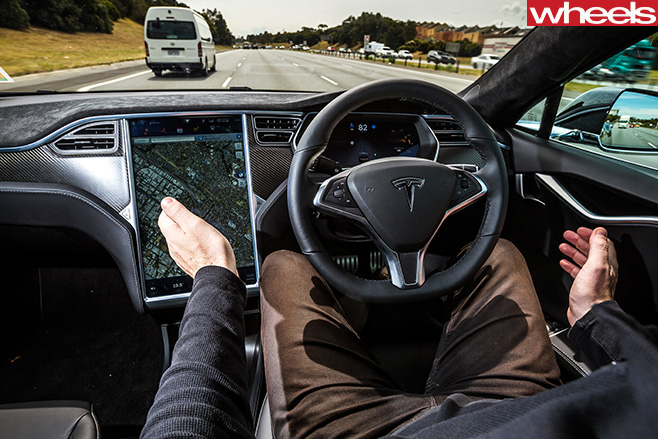 Tesla -Model -S--driving -itself