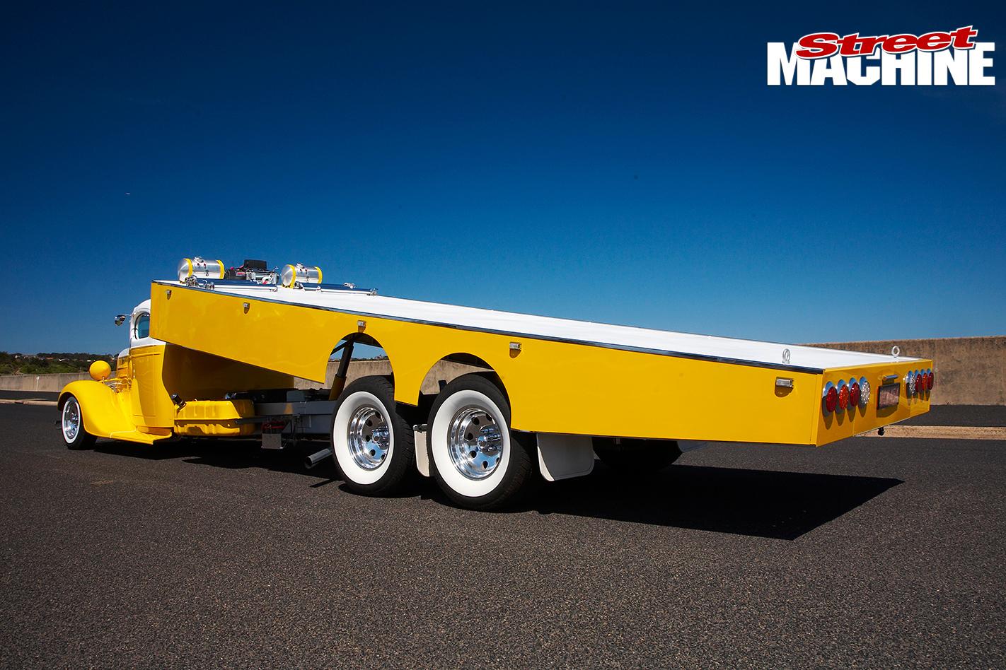 Chev -tow -truck -tilt -tray