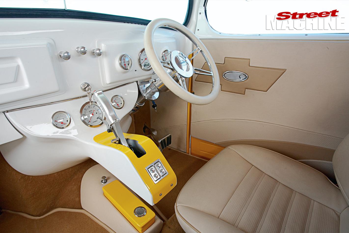 Chev -tow -truck -interior