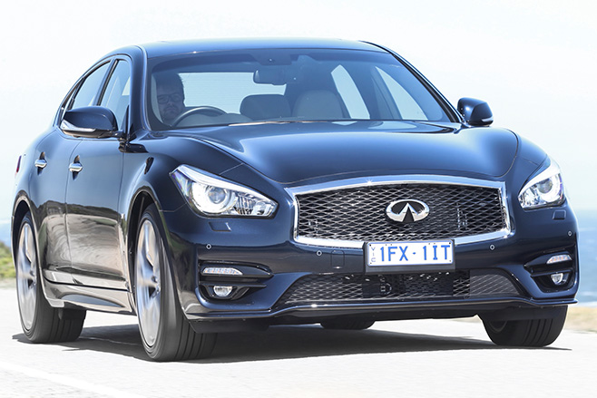 Infiniti -Q70-front -driving