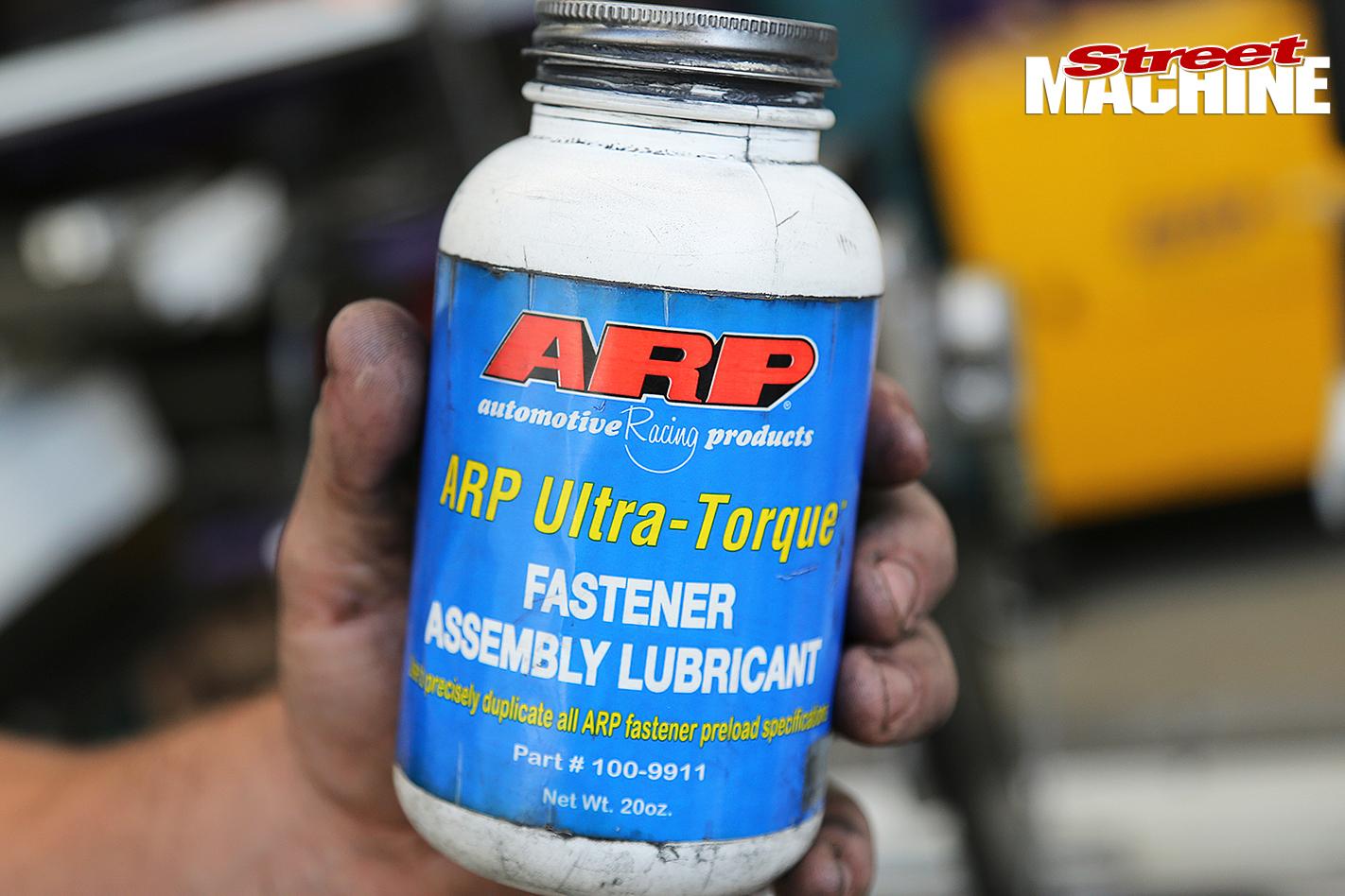 Hemi -six -ARP-lubricant _0551