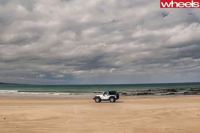 Jeep -Wrangler -at -beach
