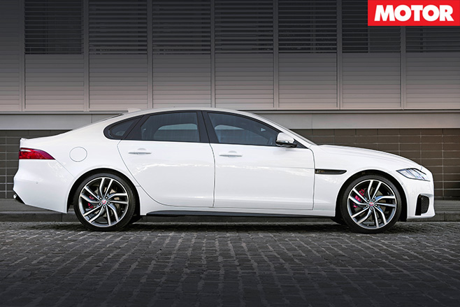 Jaguar -XF-side