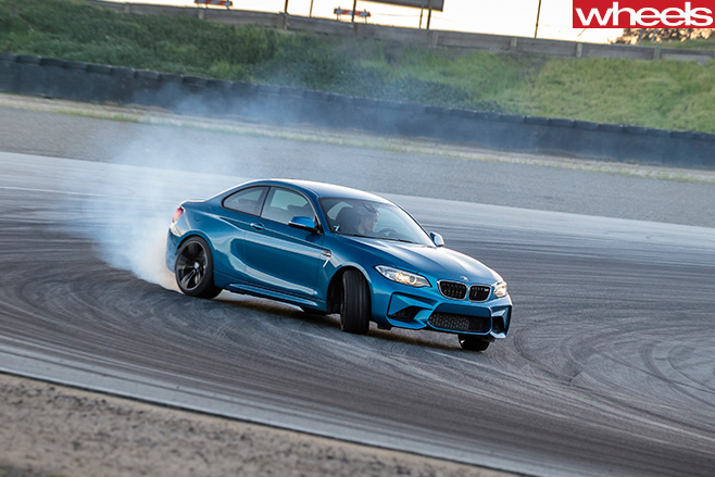 BMW-M2-drifting -around -track