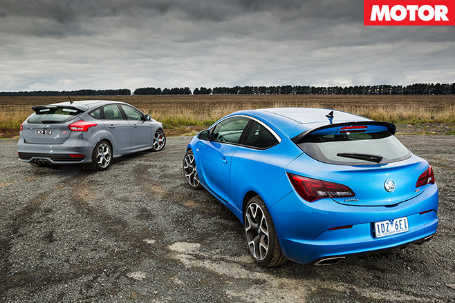 Ford Focus ST vs Holden Astra VXR rear top