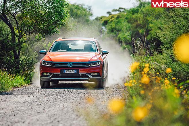 Volkswagen -Passat -2016-driving