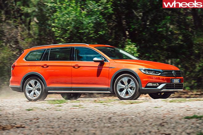 Volkswagen -Passat -2016-side