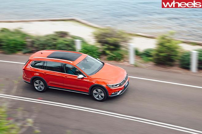 Volkswagen -Passat -2016-driving -top -side