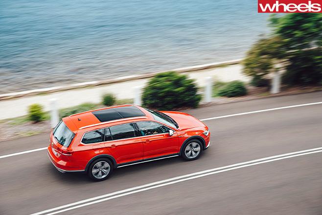 Volkswagen -Passat -2016-driving -rear -side