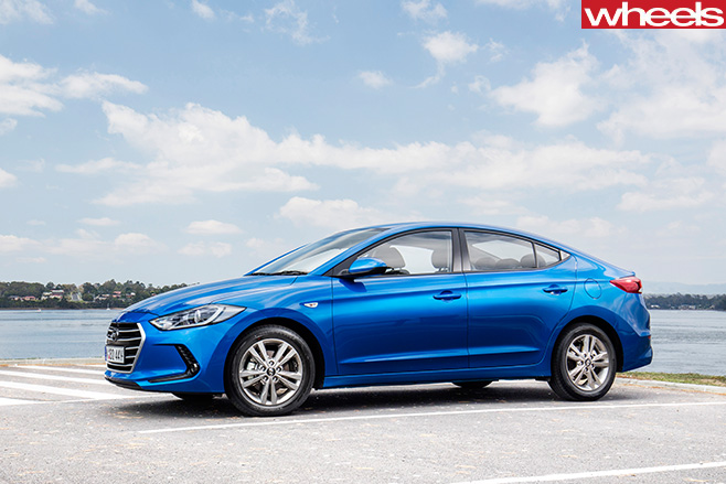 Hyundai -Elantra -Active -front -side