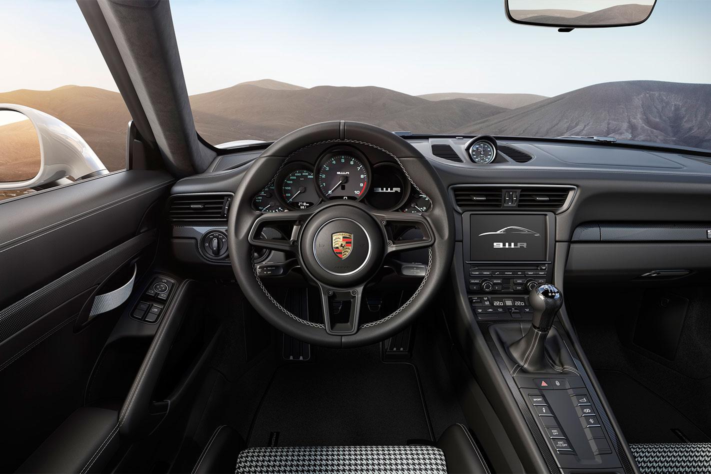 Porsche -911-R-interior