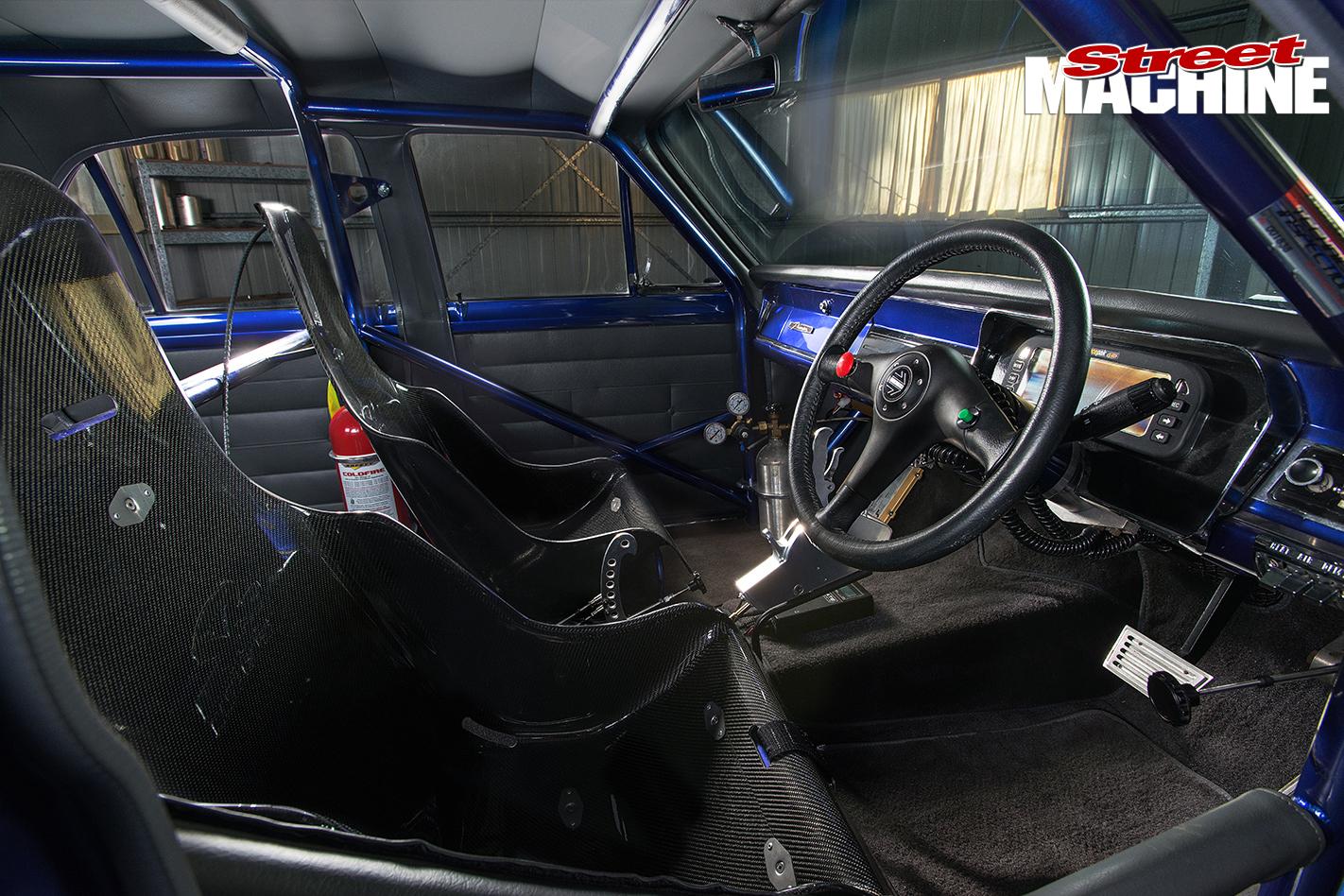 HR-Holden -inside -1422
