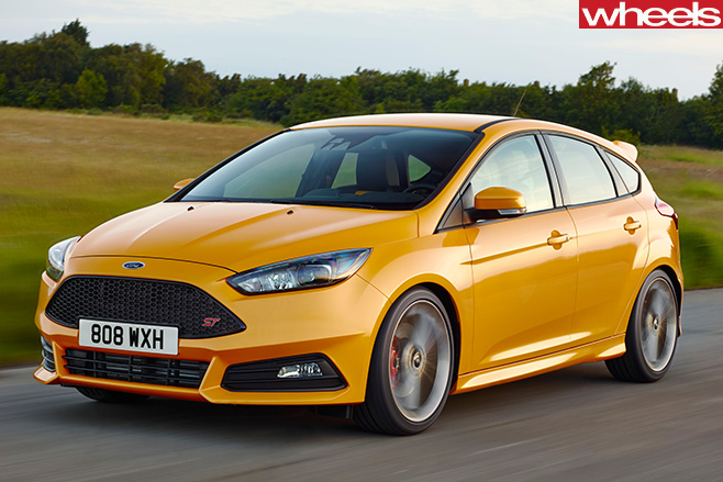 Ford -Focus -ST-front -yellow