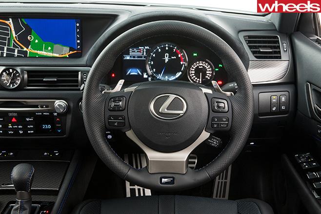 Lexus -GS-F-cockpit