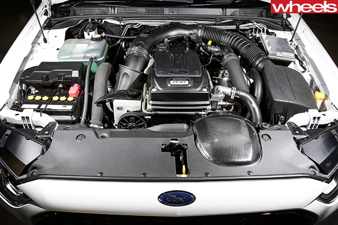 White -Ford -Falcon -XR6-engine