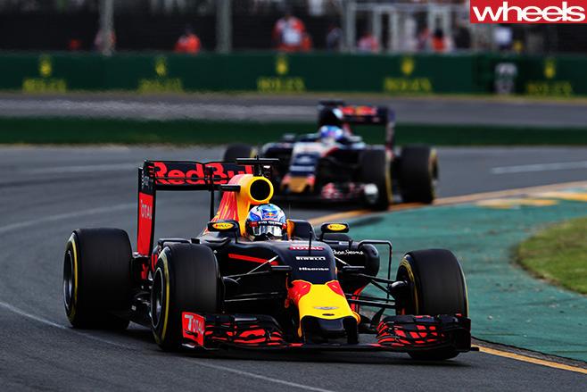 Ricciardo -F1-driving