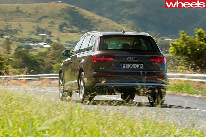 Audi -Q7-driving -rear