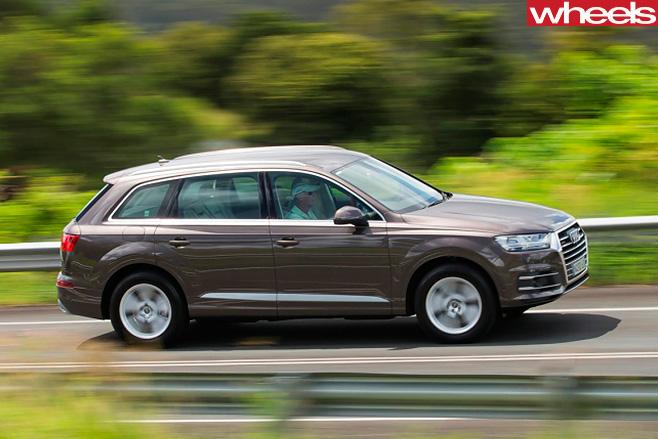 Audi -Q7-driving -side