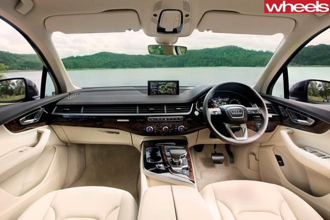 Audi -Q7-interior