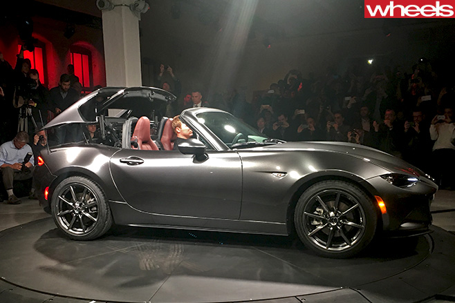 Mazda -MX-5-RF-New -York -Motor -Show -side -roof -down