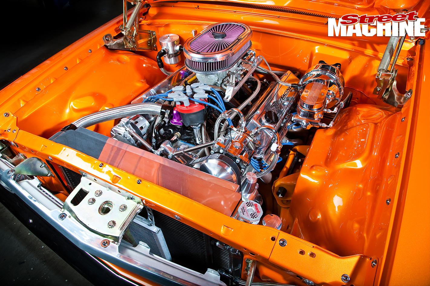 Ford -Galaxie -500-engine -bay
