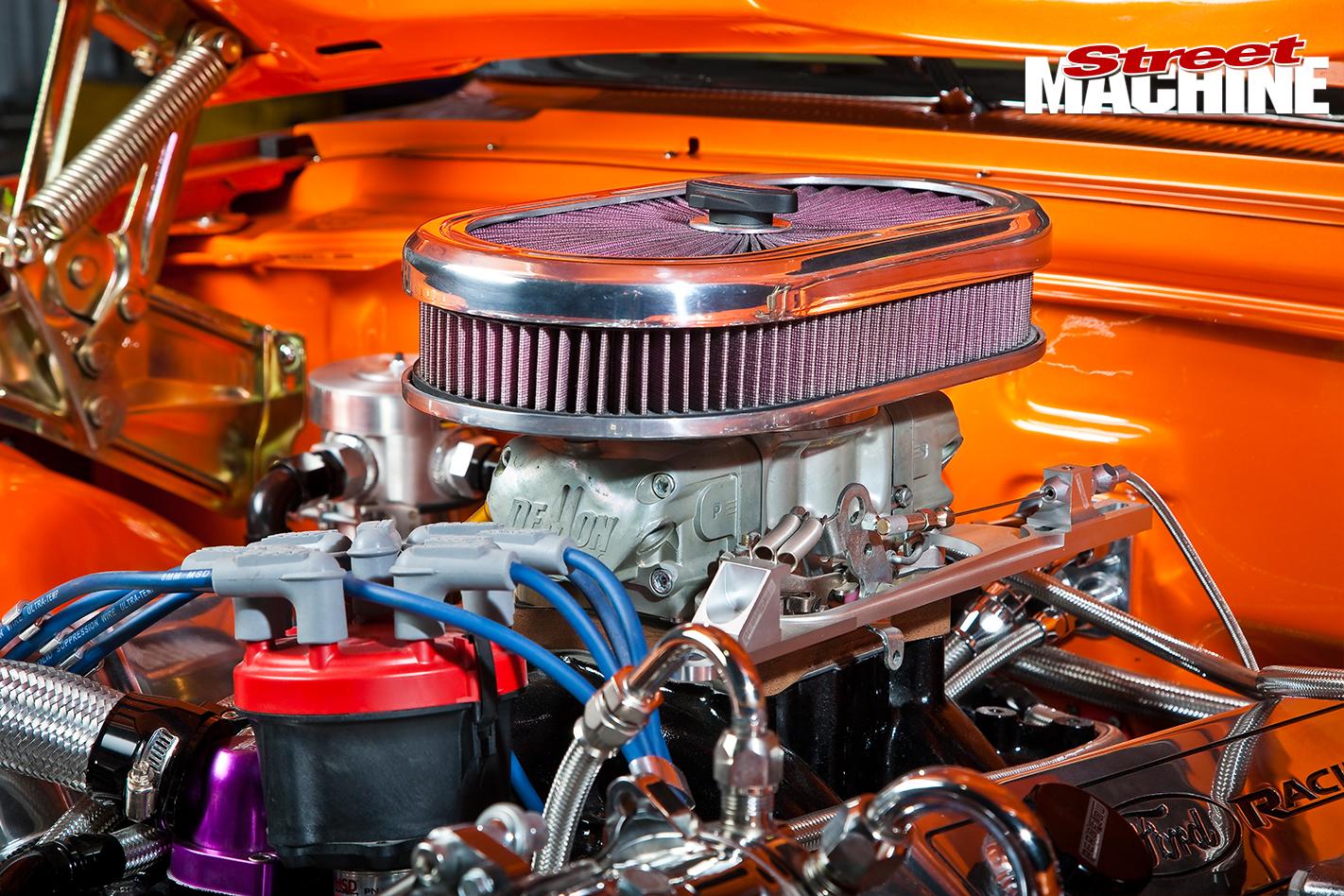 Ford -Galaxie -500-engine -detail