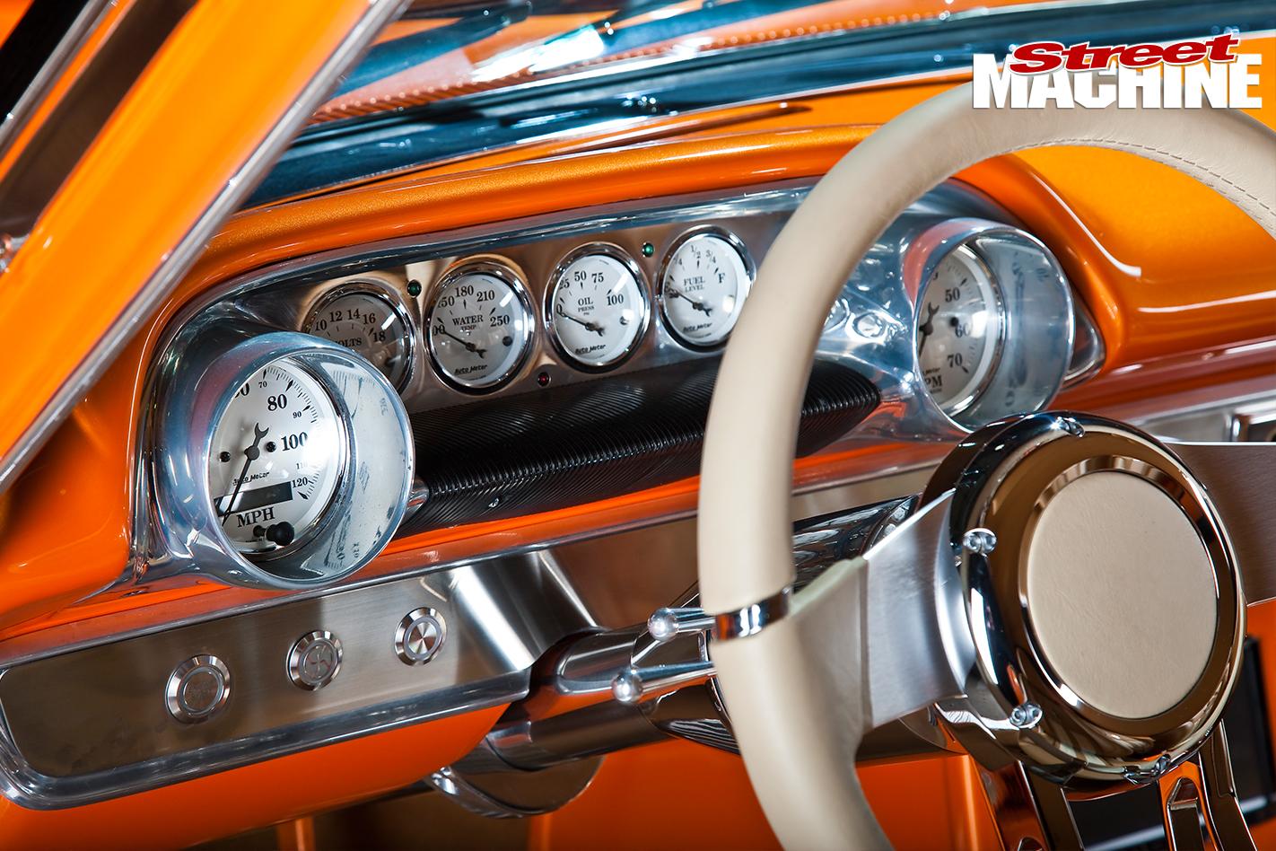Ford -Galaxie -500-interior -dash -detail