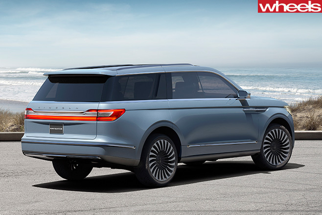 Lincoln -Navigator -rear -side