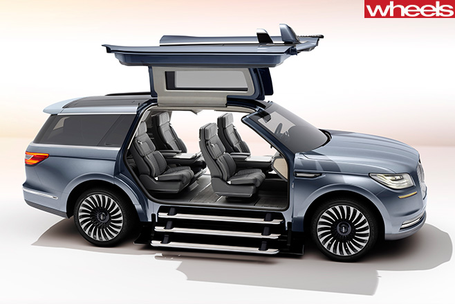 Lincoln -Navigator -doors -open
