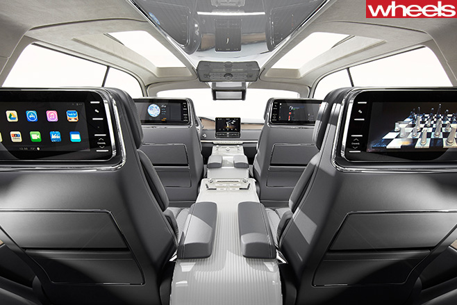 Lincoln -Navigator -interior -screens