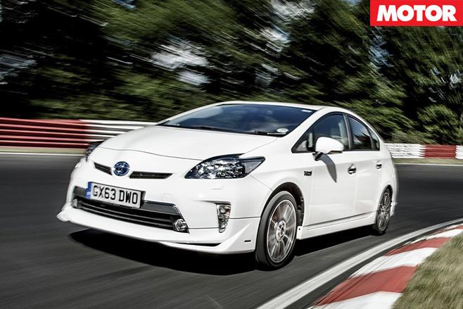 Toyota -prius -driving