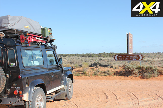 Outback -road -to -Menindee