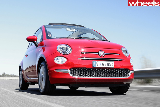 Fiat -500C-driving -front