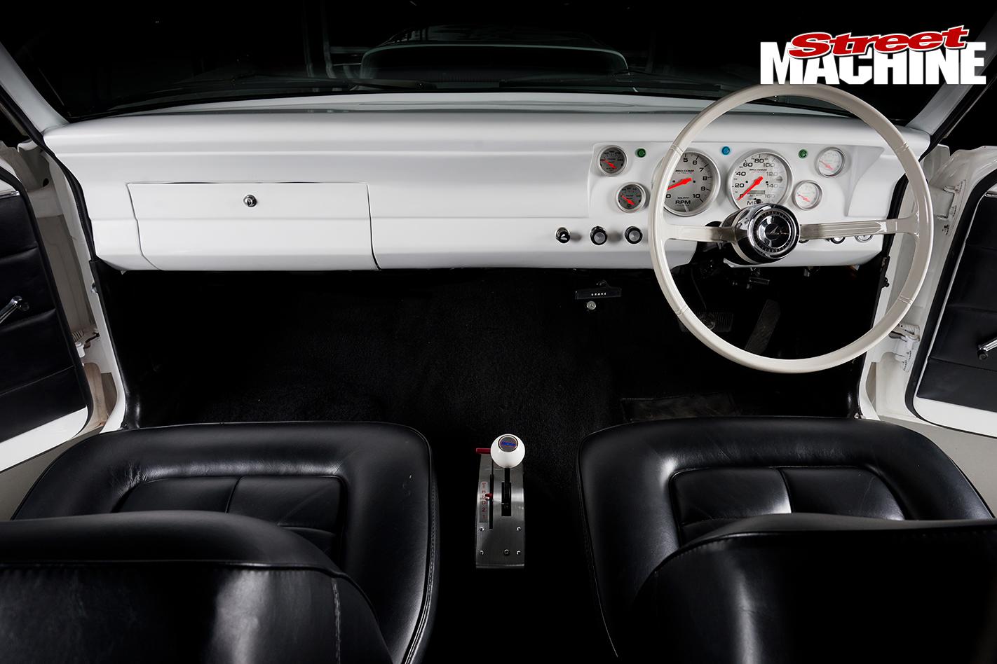 Ford -XR-Falcon -interior -dash