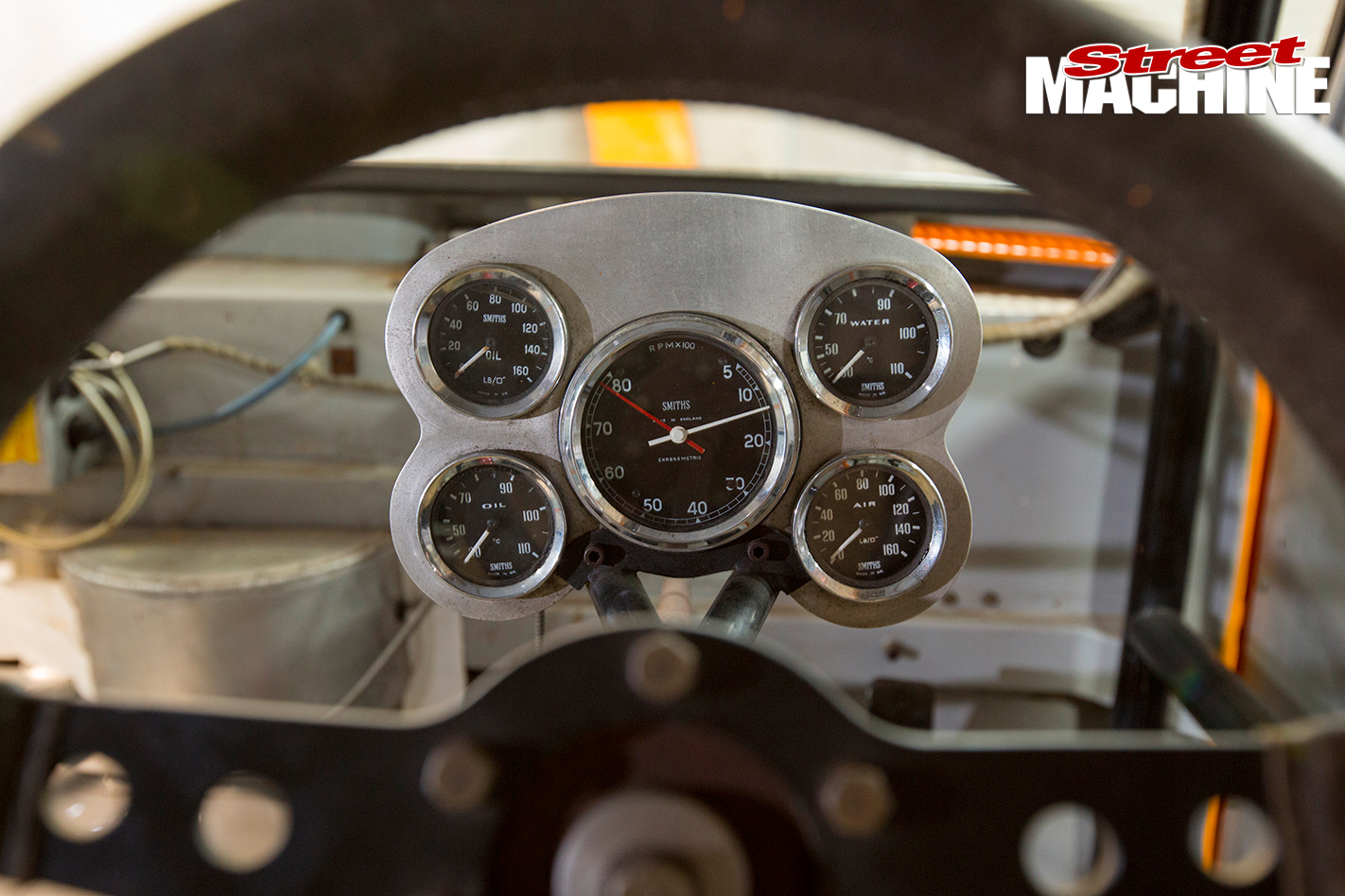 HT-Monaro -sports -sedan -instruments