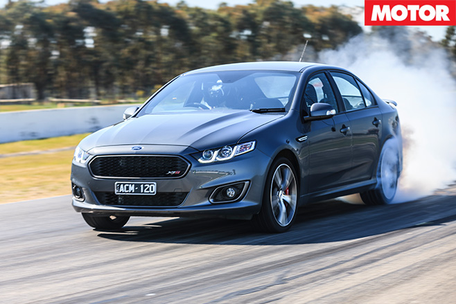 Ford falcon xr8 smoking