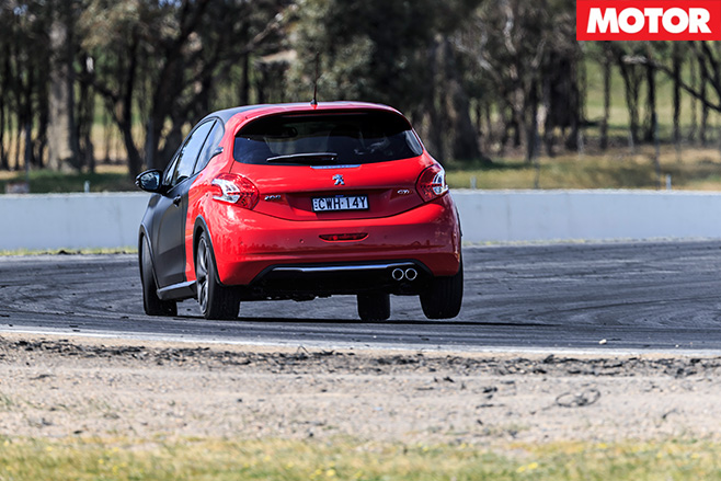 Peugeot 208 gti 30th turning'