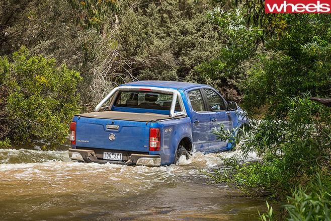 Holden -Colorado -driving -rear