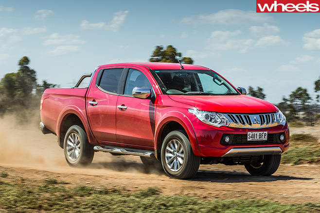 Mitsubishi -Triton -top -side -driving -road