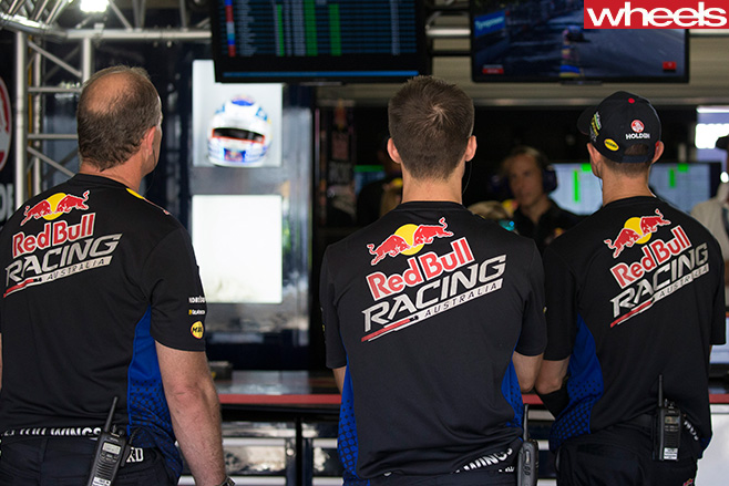Red -Bull -racing -team -mechanics