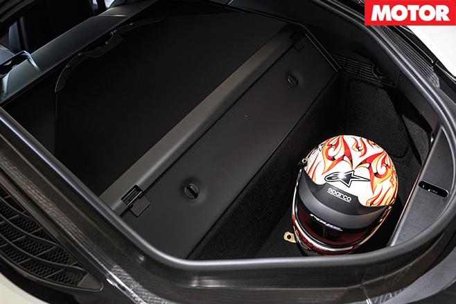 BMW i8 boot