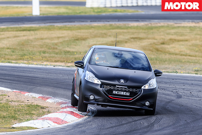 Peugeot 308 GTi 30th turning