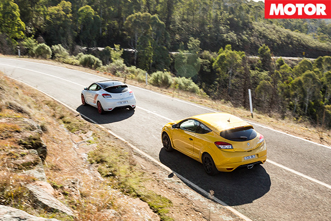 Renault Megane RS265 vs RS275 Trophy-R rear
