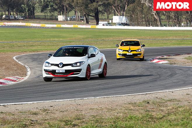 Renault Megane RS265 vs RS275 Trophy-R fast