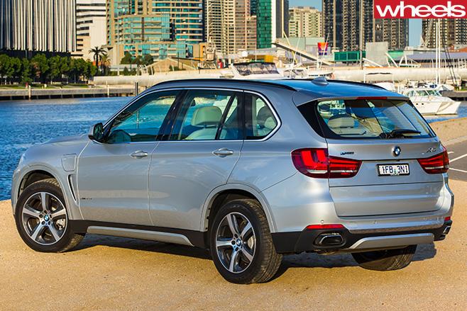 BMW-X5-Plug -in -hybrid -rear -side-