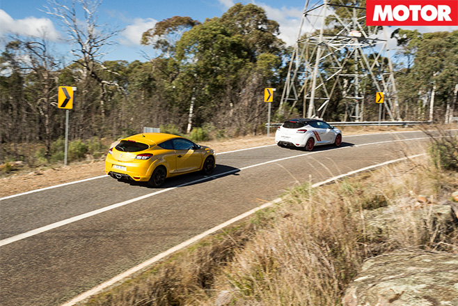 Renault Megane RS265 vs RS275 Trophy-R rear driving