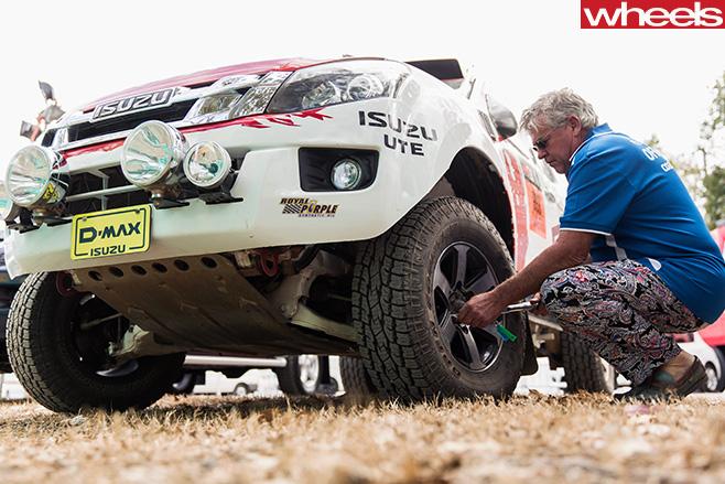 Bruce -Garland -inspecting -Isuzu -D-Max -Dakar -ute