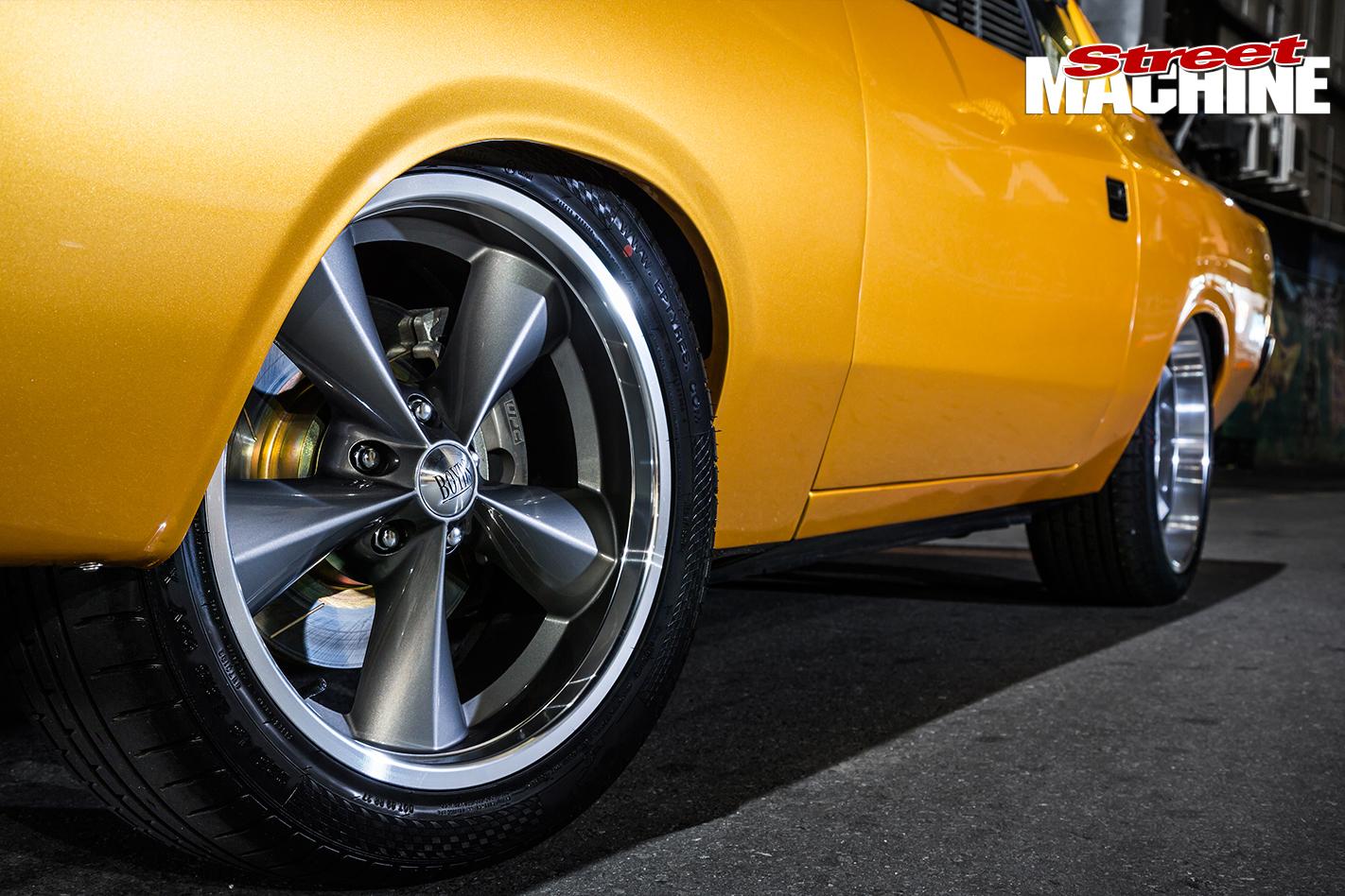 Chrysler -VJ-Charger -wheel