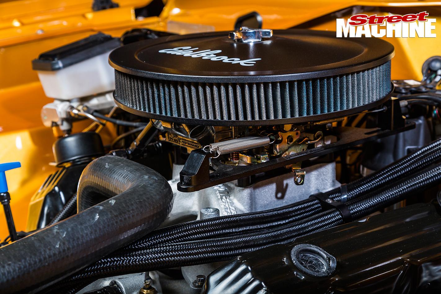 Chrysler -VJ-Charger -engine -detail