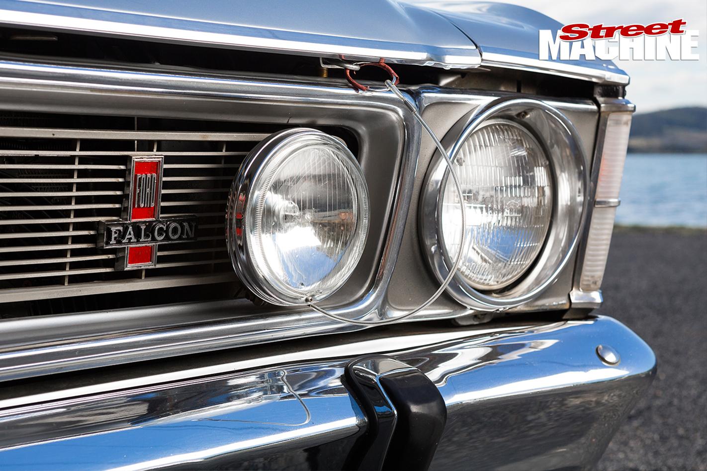 1970-Ford -XW-Falcon -headlights
